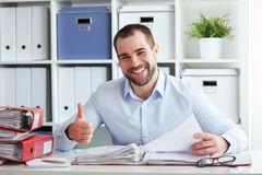 Businessman read documents in office Royalty Free Stock Photos