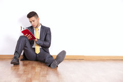 Businessman reading a book Royalty Free Stock Image
