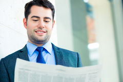 Businessman reading  business newspaper Royalty Free Stock Photography