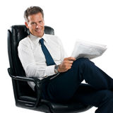 Businessman reading news Royalty Free Stock Photos