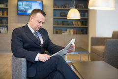 A businessman  reading a newspaper Royalty Free Stock Photos