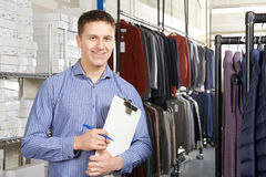 Businessman Running On Line Fashion Business With Clipboard Royalty Free Stock Photo
