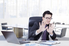 Businessman with scared expression in the office Royalty Free Stock Photos