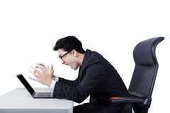 Businessman screaming at his laptop Royalty Free Stock Images
