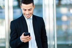 Businessman sending a sms outdoor Royalty Free Stock Photos