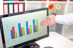 Businessman showing a graph on the screen Royalty Free Stock Photo