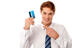 Businessman showing his credit card Royalty Free Stock Photos