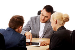 Businessman showing to people something on tablet Stock Photography