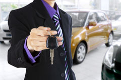 Businessman shows a car key Royalty Free Stock Images