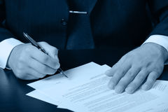 Businessman the signing contract Royalty Free Stock Images