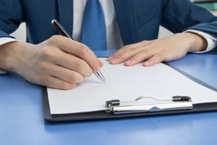 Businessman signing documents Royalty Free Stock Photos
