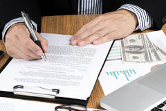 Businessman signing marketing contract Royalty Free Stock Photos