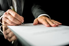 Businessman signing a paper document Royalty Free Stock Photos