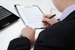 Businessman signs a contract Stock Images