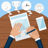Businessman signs up document Royalty Free Stock Images