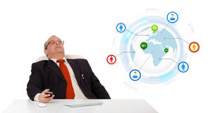 Businessman sitting at desk,holding a mobilephone Royalty Free Stock Photos