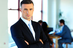 Businessman standing with arms folded Royalty Free Stock Photography