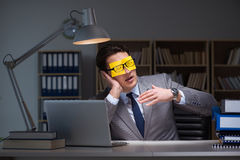The businessman staying late to sort out priorities Royalty Free Stock Photos