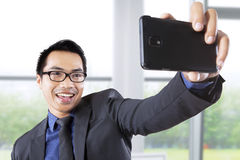 Businessman taking picture in office Royalty Free Stock Photos