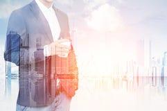 Businessman& x27; torso de s e grande cidade imagens de stock royalty free