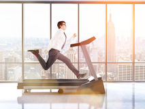 Businessman on treadmill toning Royalty Free Stock Photos