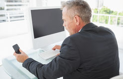 Businessman using his smart phone Royalty Free Stock Images