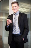 Businessman using mobile phone Royalty Free Stock Photography