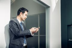 Businessman using mobile phone indise office building Royalty Free Stock Photos