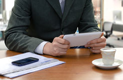 Businessman using the tablet ps Royalty Free Stock Photos