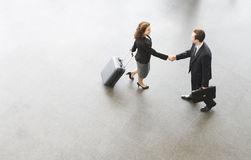 A businessman and woman shaking hands Royalty Free Stock Photos