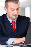 Businessman working on the notebook Royalty Free Stock Photos