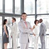 Businessmanager na frente de sua equipe Fotografia de Stock Royalty Free