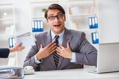Businessmanbeing ofereceu o subôrno para quebrar a lei imagens de stock royalty free