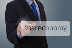 Businessmann σχετικά με το σύμβολο shareconomy Στοκ Εικόνες