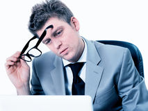 Businessmann koncentrował przy biurem Zdjęcie Royalty Free