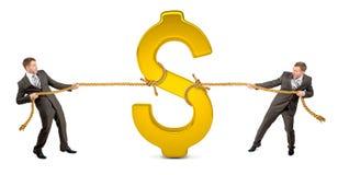 Businessmans вытягивая доллар против другого человека Стоковое Изображение