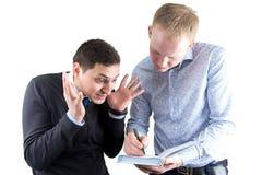 2 businessmans на белом сочинительстве что-то Стоковая Фотография