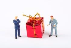 businessmans bożych narodzeń figurek prezent dwa Obraz Royalty Free