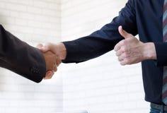 Businessmans-Händedruck Lizenzfreies Stockfoto