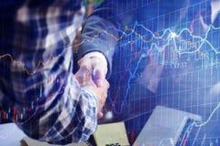 Businessmans-Händedruck Erfolgreiches Geschäftsmann-Händeschütteln nachher lizenzfreie stockfotografie