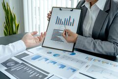Free Businessmen And Businesswomen Team Meeting To Plan Strategies To Increase Business Income. Have A Brainstorming Graph Analysis And Royalty Free Stock Images - 191510149