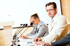 Businessmen communicate at the conference Royalty Free Stock Photos