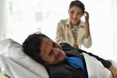 Businessmen continue to work. And make money. At the time of hospitalization. Stay in the hospital bed Stock Photo