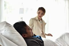 Businessmen continue to work. And make money. At the time of hospitalization. Stay in the hospital bed Royalty Free Stock Image