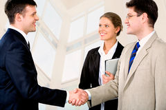 Businessmen�s handshake Royalty Free Stock Photos