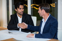 Businessmen shaking hands with each other Royalty Free Stock Photos