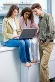 businesspeople εργασία lap-top Στοκ φωτογραφία με δικαίωμα ελεύθερης χρήσης