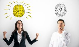 Businesspeople με το σκίτσο εγκεφάλου στοκ φωτογραφία με δικαίωμα ελεύθερης χρήσης