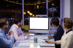 Businesspeople που εξετάζει τον υπολογιστή Στοκ Εικόνα
