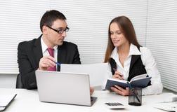 Businesspeople σε ένα γραφείο Στοκ εικόνα με δικαίωμα ελεύθερης χρήσης